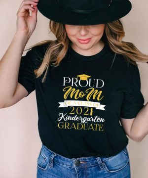 Proud Mom Of An Awesome Kindergarten 2021 Graduate shirt